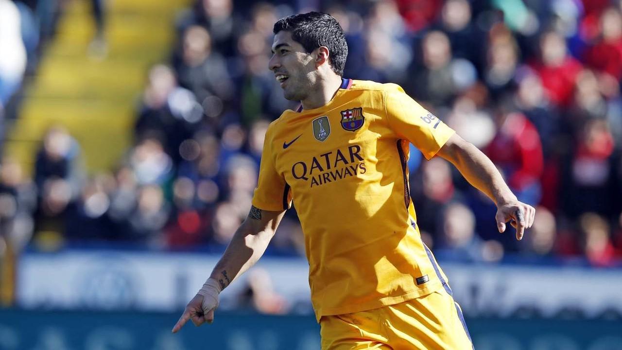 Luis Suárez celebrant el gol realitzat contra el Llevant / MIGUEL RUIZ-FCB