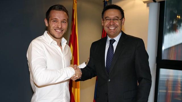 Víctor Tomás amb Josep Maria Bartomeu /FOTO:Miguel Ruíz-FCB