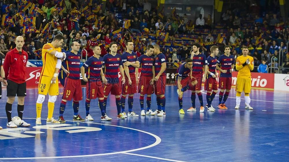 El FC Barcelona se pasea ante el invicto líder