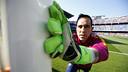 Claudio Bravo durant l'escalfament previ al Getafe / MIGUEL RUIZ - FCB