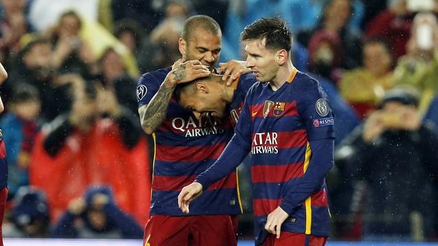 Alves, Neymar and Messi celebrating a goal against Arsenal / Miguel Ruiz-FCB