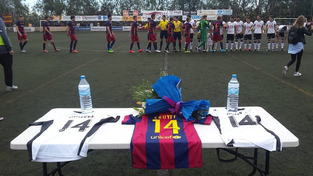 Imagen de las camisetas y el ramo de flores antes del partido contra el Llosetense / FC BARCELONA