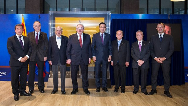 An historic image of the eight presidents together in the presidential box  / GERMÁN PARGA-FCB