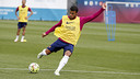 Rafinha trained normally on Friday ahead of the team's trip to San Sebastián. / MIGUEL RUIZ - FCB