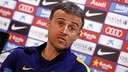 Luis Enrique speaking the press after the Friday training session / MIGUEL RUIZ-FCB
