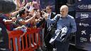 Andrés Iniesta, al bajar del autocar en el hotel de concentración de Sevilla / MIGUEL RUIZ - FCB