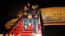 Els jugadors baixen de l'avió MIGUEL RUIZ - FCB