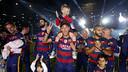 Neymar Jr con su hijo durante la celebración del doblete en el Camp Nou / MIGUEL RUIZ - FCB