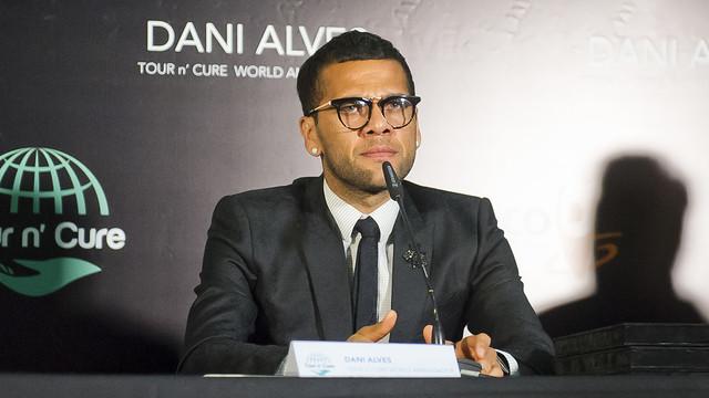 Dani Alves speaking at an event for Hepatitis C on Tuesday / VÍCTOR SALGADO-FCB