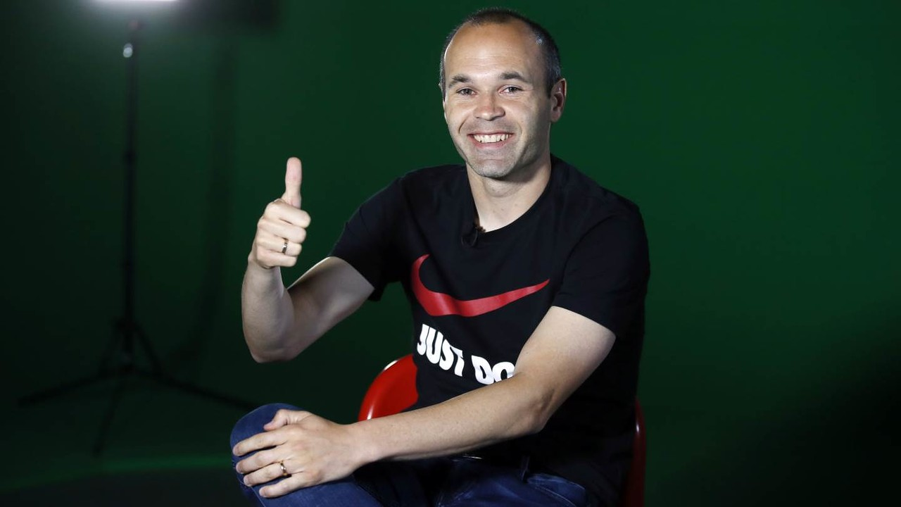 Andrés Iniesta during the interview / MIGUEL RUIZ - FCB