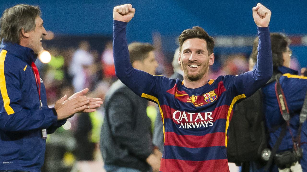 Messi celebra la Copa del Rey conseguida en el Vicente Calderón domingo pasado / VICTOR SALGADO - FCB