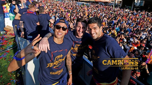 The Barça trident during the league champions' parade / MIGUEL RUIZ - FCB